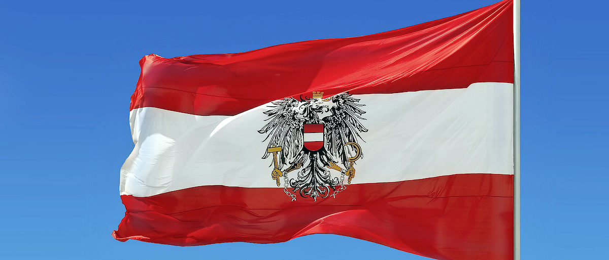 Flagge, Österreich, wehen, Wind, Österreichische Flagge, rot, weiß, National, Symbol, blauer Himmel, Fahnenmast emblem, fabric, flag, austria, austrian, national, red, white, sky, symbol, waving, wind, clear, sky, blue, pole